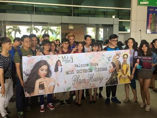 Phạm Hương ôm mẹ bật khóc tại sân bay khi vừa về nước - ảnh 5