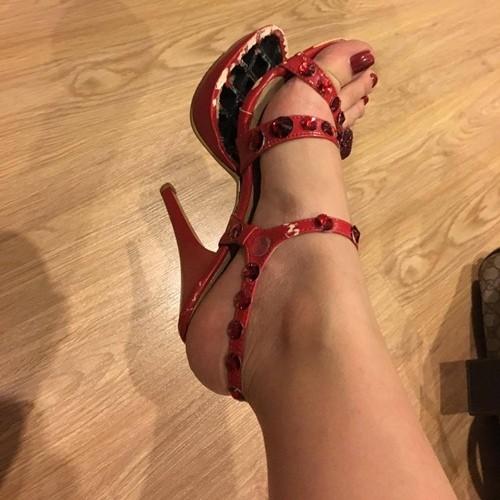 Hoàng Thùy Linh bị bung đế giày vì nhảy quá 'sung' - ảnh 6