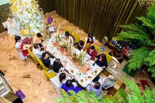 Đàm Vĩnh Hưng mở tiệc hoàng gia tại biệt thự triệu đô - ảnh 2