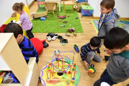 Đức thuê 8.500 giáo viên dạy học cho trẻ em tị nạn - ảnh 1