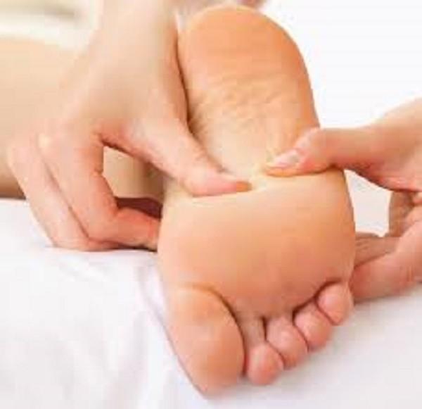 Cách xoa bóp bấm huyệt gan bàn chân trị bệnh - ảnh 1