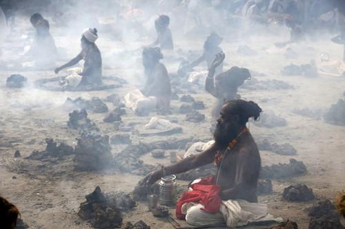 Bánh phân bò Ấn Độ 'cháy hàng' trên eBay và Amazon - ảnh 2