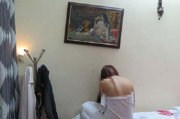 Nhân viên hớt tóc bán dâm chạy tán loạn khi công an ập vào - ảnh 1