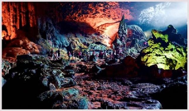 Phát hiện 23 hang động mới trên vịnh Hạ Long - ảnh 1