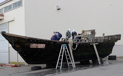 Bí ẩn thuyền ma chở đầy thi thể mục nát trôi dạt ở Nhật Bản - ảnh 2