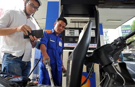 Giá xăng giảm gần 300 đồng/lít từ 15h chiều nay - ảnh 1