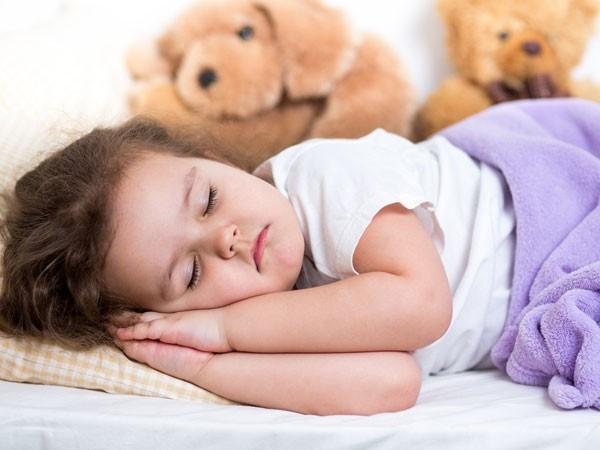 Chiêu 'luyện' thói quen cho bé ngủ tối đúng giờ - ảnh 1