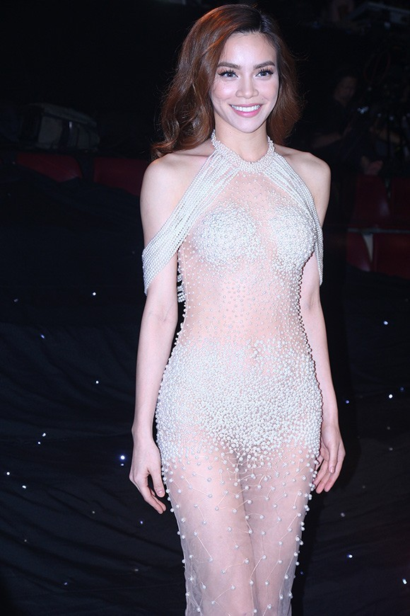 Hồ Ngọc Hà tiếp tục gây tranh cãi về bộ váy xuyên thấu - ảnh 2