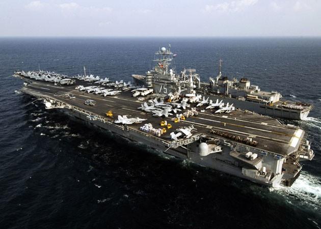 Tàu chiến Iran phóng tên lửa khi chạm trán tàu sân bay Mỹ - ảnh 1
