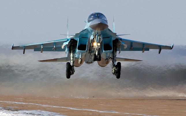Khám phá thiết kế độc dị và sức mạnh của 'xe tăng bay' Su-34 - ảnh 1