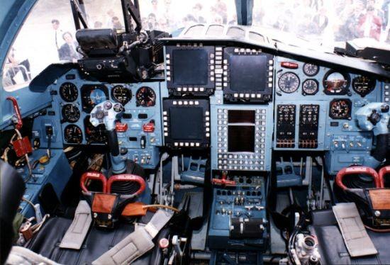 Khám phá thiết kế độc dị và sức mạnh của 'xe tăng bay' Su-34 - ảnh 2