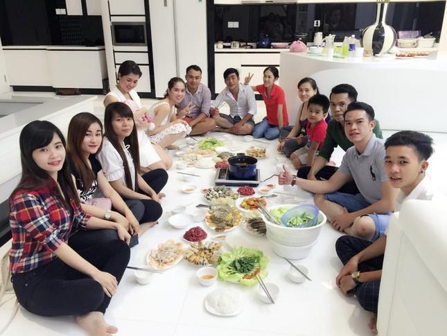 Ngọc Trinh vào bếp tổ chức tiệc cho nhân viên tại penthouse triệu đô - ảnh 9