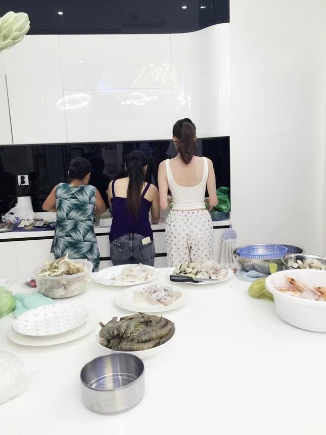 Ngọc Trinh vào bếp tổ chức tiệc cho nhân viên tại penthouse triệu đô - ảnh 6