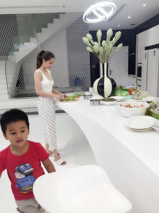 Ngọc Trinh vào bếp tổ chức tiệc cho nhân viên tại penthouse triệu đô - ảnh 4
