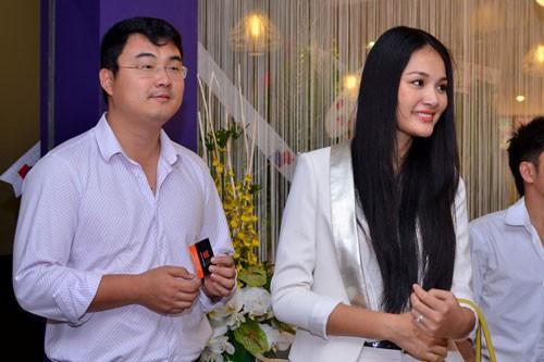 Chân dung ông xã 'không phải đại gia' của Hoa hậu đẹp nhất châu Á - ảnh 8