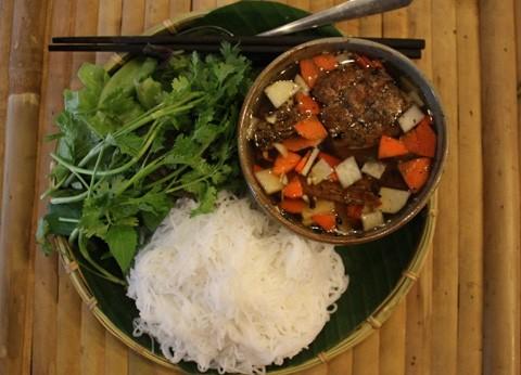 Khách Tây gợi ý những món ăn nhất định phải thử khi đến Việt Nam - ảnh 1
