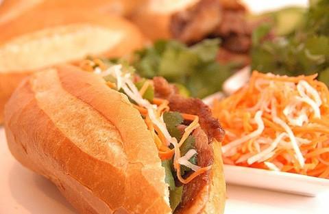 Khách Tây gợi ý những món ăn nhất định phải thử khi đến Việt Nam - ảnh 2