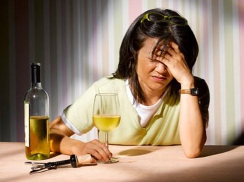 Giải mã giấc mơ: Mơ thấy say rượu có ý nghĩa gì? - ảnh 1