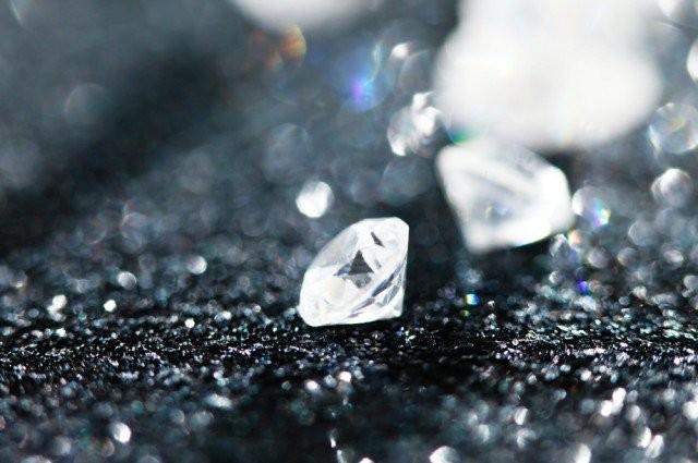 Vật liệu carbon mới cứng và sáng hơn cả kim cương - ảnh 1