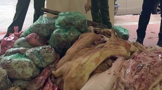 Hà Nội: Bắt xe chở 1 tấn 'thịt lợn bẩn' vào chợ Phùng Khoang - ảnh 1