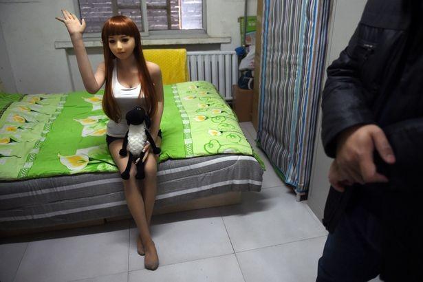 Vợ mua búp bê tình dục cho chồng vì ngán 'chuyện ấy' khi về già - ảnh 1