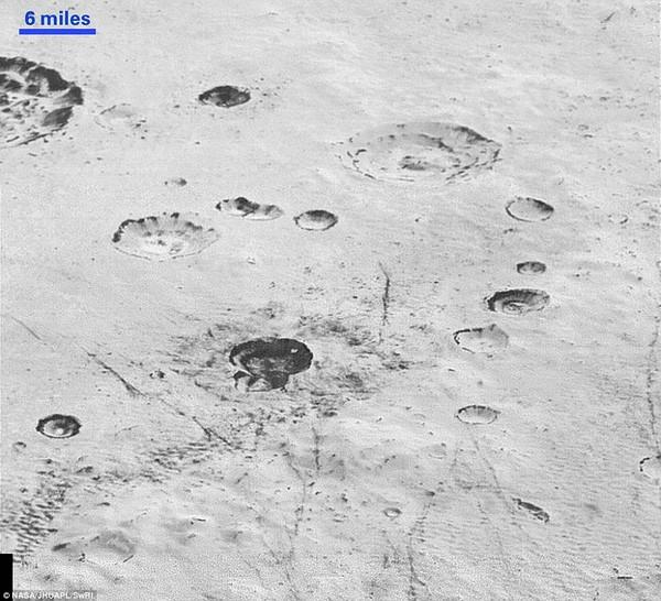 NASA công bố hình ảnh rõ nét nhất về Sao Diêm Vương - ảnh 2