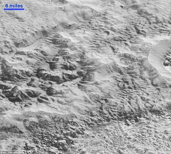 NASA công bố hình ảnh rõ nét nhất về Sao Diêm Vương - ảnh 4