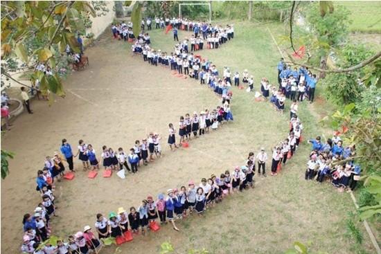 Học sinh Thừa Thiên - Huế xếp hình bản đồ Việt Nam - ảnh 2