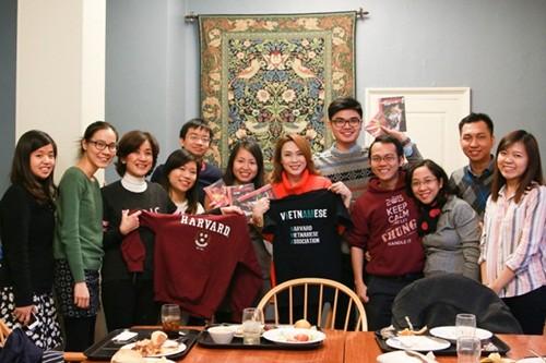 Mỹ Tâm đến Đại học Harvard thăm sinh viên Việt Nam - ảnh 4