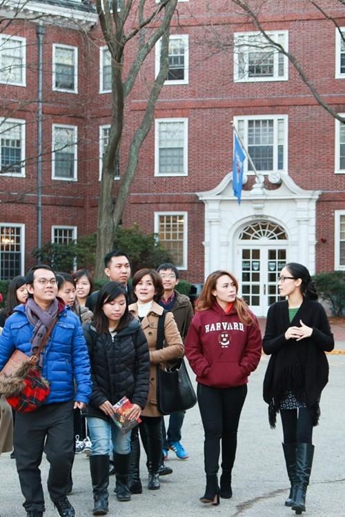 Mỹ Tâm đến Đại học Harvard thăm sinh viên Việt Nam - ảnh 5