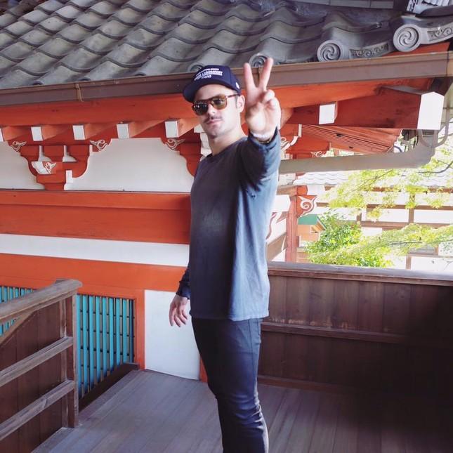 Fan 'bấn loạn' với hình ảnh Zac Efron đội nón lá ở Sài Gòn - ảnh 3