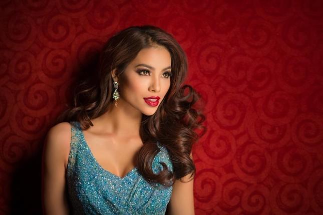 Phạm Hương khoe giọng qua ca khúc 'Hello Vietnam' tại Miss Universe - ảnh 1