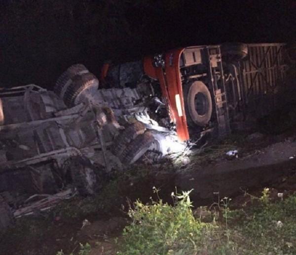 Hiện trường vụ tai nạn trên cao tốc Pháp Vân - Cầu Giẽ - ảnh 1