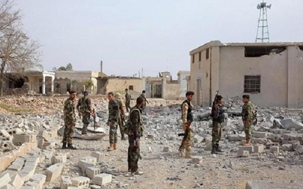Liên quân Mỹ bị tố dội bom vào doanh trại quân đội Syria - ảnh 1