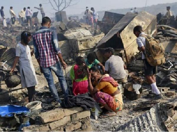 Hoả hoạn, 1.000 ngôi nhà tại Mumbai chìm trong biển lửa - ảnh 1