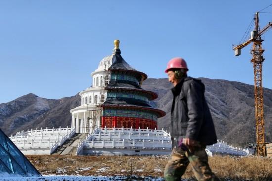 Tòa nhà nửa Washington nửa Bắc Kinh gây tranh cãi ở Trung Quốc - ảnh 1
