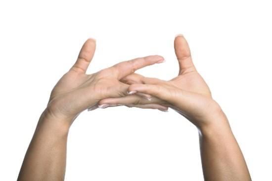 Nguy hại khôn lường từ thói quen bẻ khớp ngón tay - ảnh 2