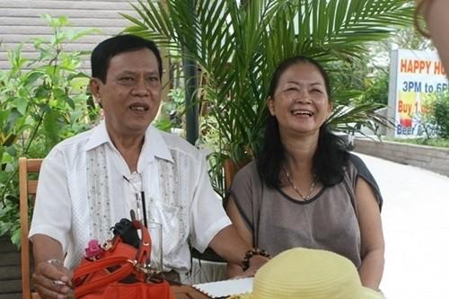 Những người vợ làm công nhân, thợ cắt tóc của sao Việt - ảnh 2