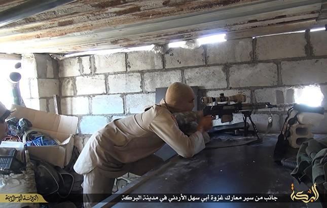 Dàn vũ khí khủng của IS khiến người xem cảm thấy lạnh gáy - ảnh 6