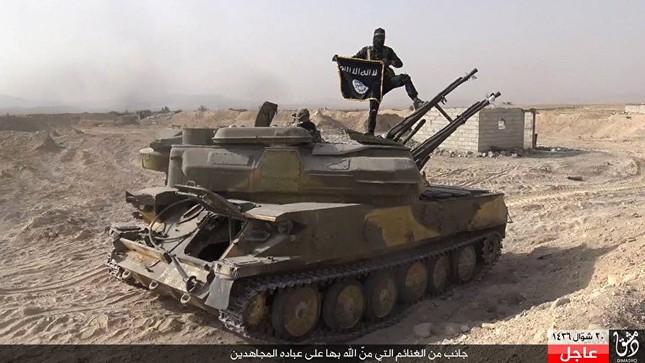 Dàn vũ khí khủng của IS khiến người xem cảm thấy lạnh gáy - ảnh 7