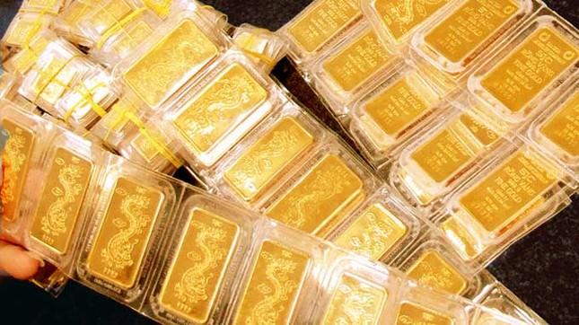Giá vàng SJC trong nước tiếp tục chiều hướng đi xuống - ảnh 1