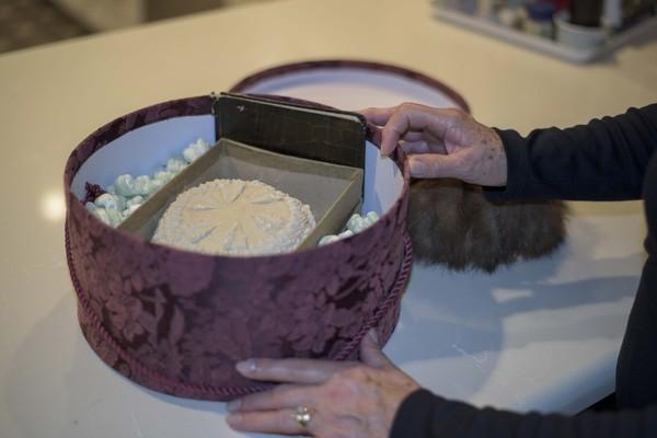Chiêm ngưỡng chiếc bánh cưới 'trường sinh' có tuổi đời 100 năm - ảnh 2
