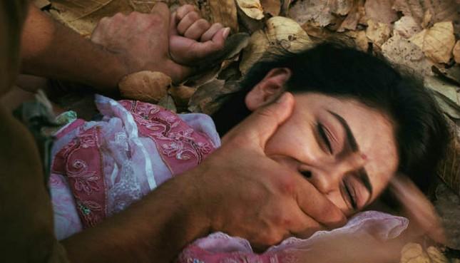 Cô gái sống sót thần kỳ sau khi trúng đạn và bị ném xuống giếng sâu - ảnh 1