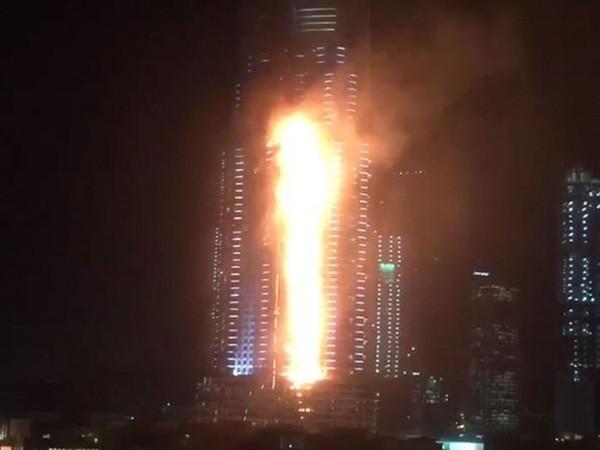 Cháy dữ dội ở khách sạn Dubai trước đêm  giao thừa - ảnh 1