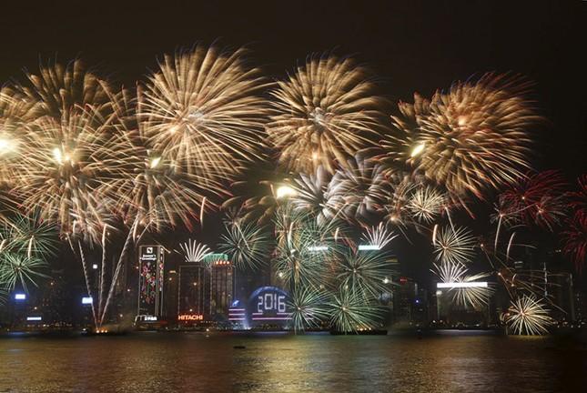 Pháo hoa rực rỡ khắp thế giới chào đón năm mới 2016 - ảnh 10