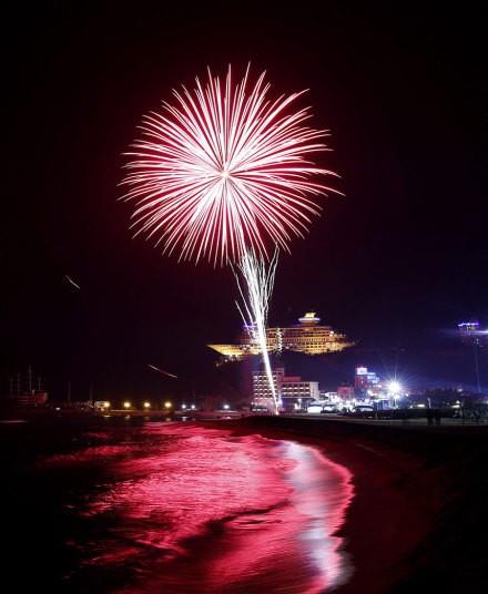 Pháo hoa rực rỡ khắp thế giới chào đón năm mới 2016 - ảnh 11