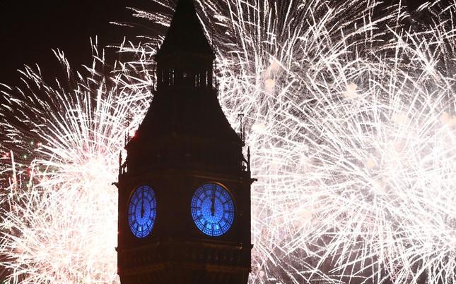Pháo hoa rực rỡ khắp thế giới chào đón năm mới 2016 - ảnh 1