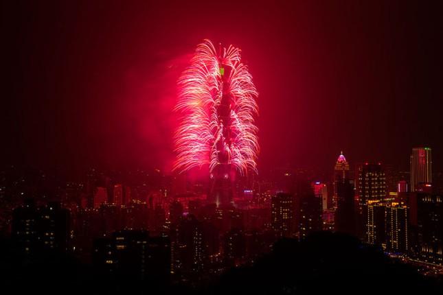 Pháo hoa rực rỡ khắp thế giới chào đón năm mới 2016 - ảnh 12