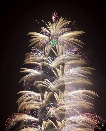 Pháo hoa rực rỡ khắp thế giới chào đón năm mới 2016 - ảnh 13