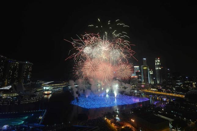 Pháo hoa rực rỡ khắp thế giới chào đón năm mới 2016 - ảnh 15